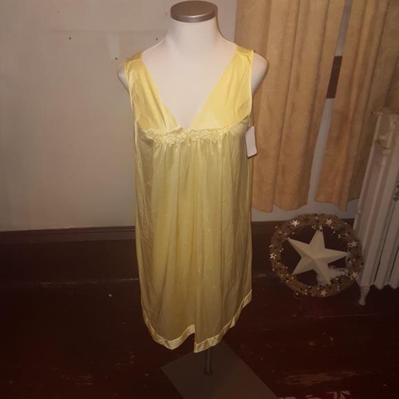 Vanity Fair Intimates & Sleepwear | Nwt Sleepwear Nightgown Size 1x ...